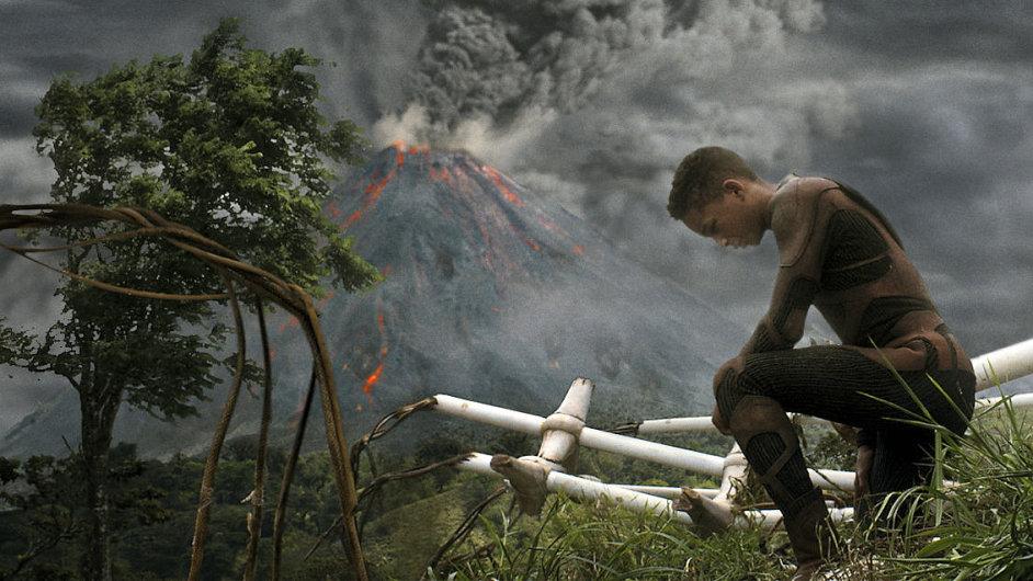 Sopka ve filmu Po zániku Země je údajnou citací obálky stěžejní knihy od zakladatele scientologie