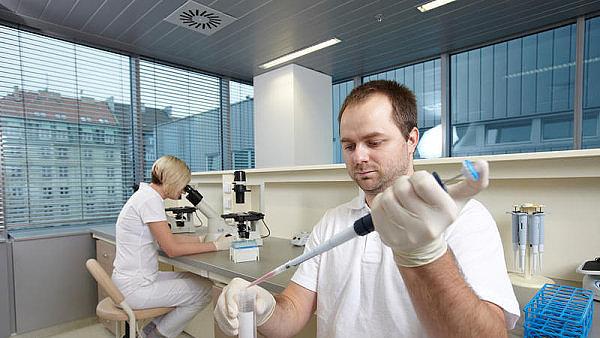 Biotechnologie, ilustrační foto.