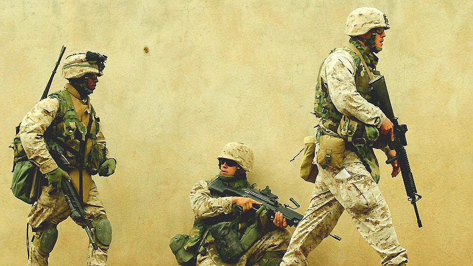 Američtí vojáci na hlídce v iráckém městě Fallúdža.