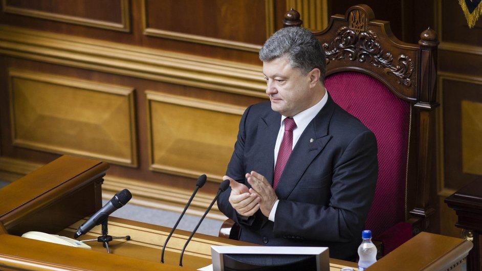 Ukrajinský prezident Petro Porošenko prodává výrobce čokolády a další majetek.
