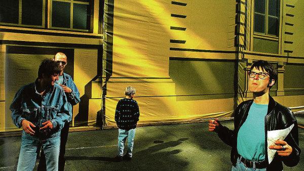 Navzdory tomu, že byla začátkem devadesátých let barevná fotografie považovaná za podřadnou, Birgusovi v roce 1993 černobílá škála na zobrazení Berlína nestačila.