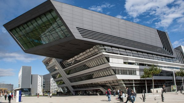Kampus vídeňské univerzity ekonomiky a obchodu