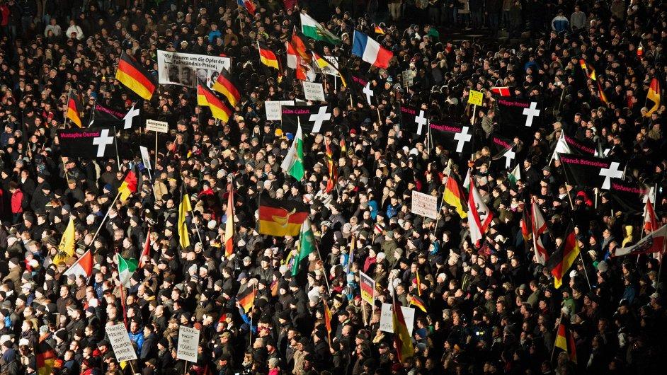Demonstrace hnutí Pegida v Drážďanech.