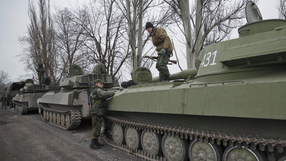 Separatisté oznámili, že dokončili stažení těžkých zbraní z ukrajinské fronty.