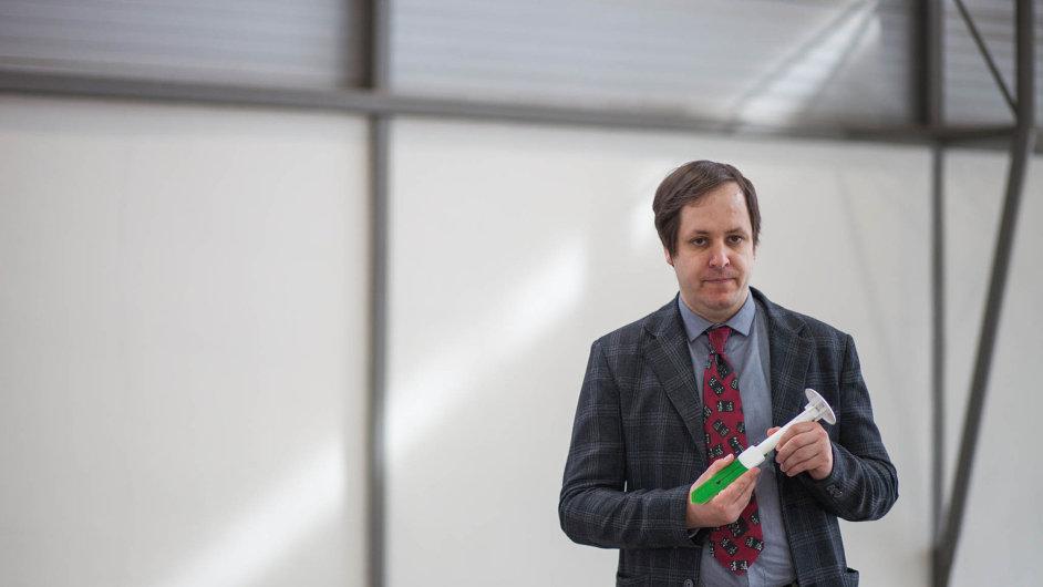 Tomáš Haase, zakladatel firmy Tomst, která dostala v Brně cenu Zlatý Amper. Ocenění získaly jeho speciální mikroklimatické stanice (na snímku).