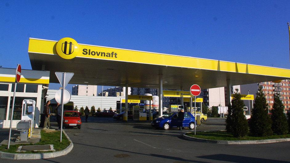 Maďarská společnost MOL provozuje v České republice síť čerpacích stanic Slovnaft - Ilustrační foto.
