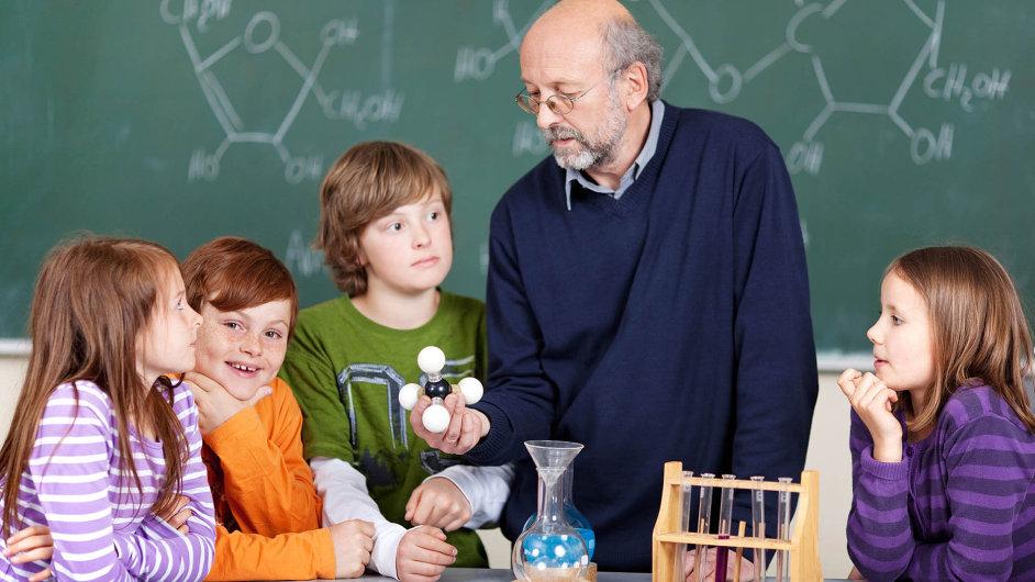 """Oblíbené """"laborky"""", kde si studenti mohli sami vyzkoušet jednoduché pokusy, končí."""