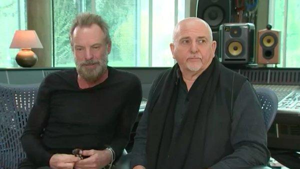 Angličtí zpěváci Sting a Peter Gabriel v 80. letech koncertovali pro společnost Amnesty International.