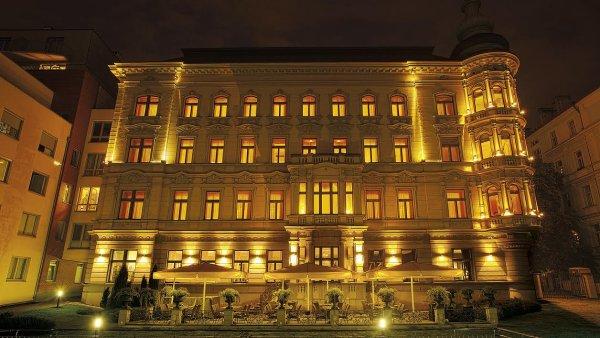 ���an� dokon�ili p�evzet� hotelu Le Palais.