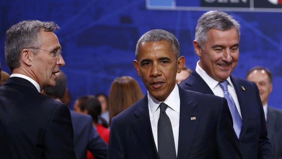 Šéf aliance Jens Stoltenberg, americký prezident Barack Obama a premiér Černé Hory Milo Djukanovic na summitu NATO ve Varšavě