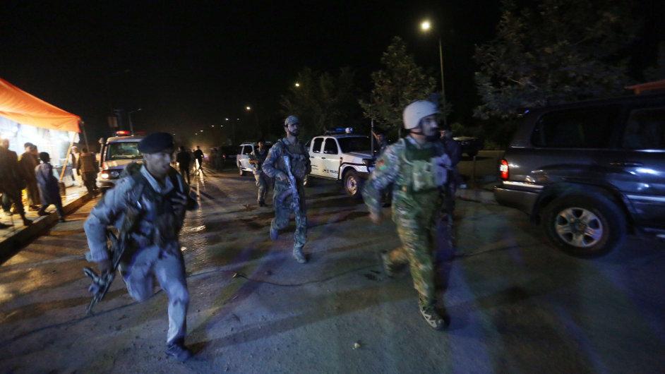Útok na americkou univerzitu v Kábulu.