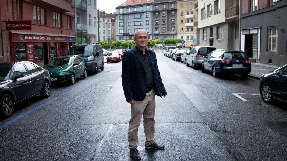 Jedenačtyřicetiletý Radovan Auer je novým ředitelem veletrhu Svět knihy.