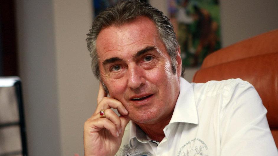 """Hoteliér a""""malý filantrop"""". Viliam Sivek budoval 21 let síť hotelů, kterou vroce 2010 prodal. Srodinou dnes vede pět hotelů aterapeutická centra."""
