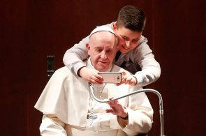 Karneval v Benátkách, sloní festival, ale i selfie s papežem. Prohlédněte si nejlepší fotografie týdne