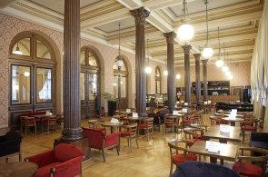 Cafe Rudolfinum: Kavárna, kde sladí medem z vlastních úlů
