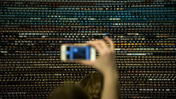 Výstava Big Bang Data byla otevřena ve čtvrtek večer v rámci akce Máme otevřeno, která zdarma prodloužila otevírací dobu galerií na Praze 7.