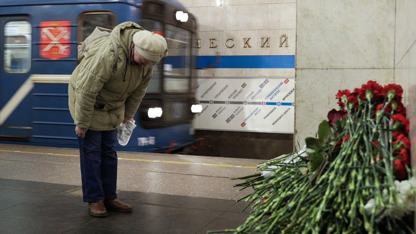 Lidé uctívali památku obětí petrohradského útoku.