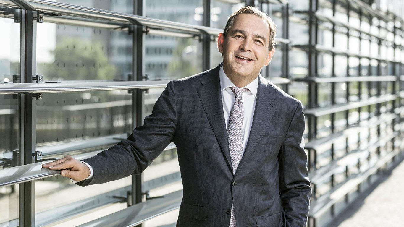 """""""Trávím hodně času tím, aby všichni ve firmě nechtěli vpráci nic jiného, než posouvat Monetu dopředu,"""" říká šéf Monety Money Bank Tomáš Spurný."""