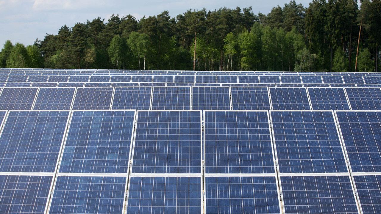 Většina fotovoltaických elektráren v Česku byla postavena při jejich boomu v letech 2009 a 2010. Investory přilákala jejich štědrá podpora.