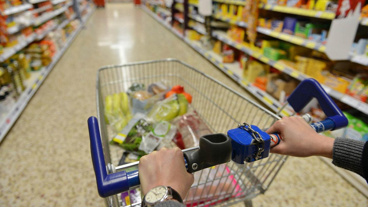 Čeští zákazníci nakupují potraviny nejen veslevách, často si vybírají také zboží privátních značek velkých řetězců.
