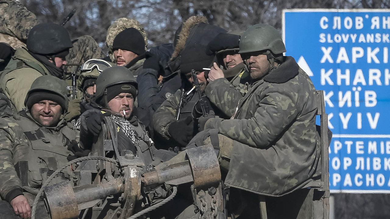 Ukrajinské jednotky ustoupily ze strategicky důležitého dopravního uzlu v Debalceve