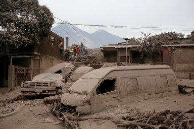 Nejsilnější erupce sopky Volcán de Fuego od roku 1974 si zatím vyžádala 69 lidských životů