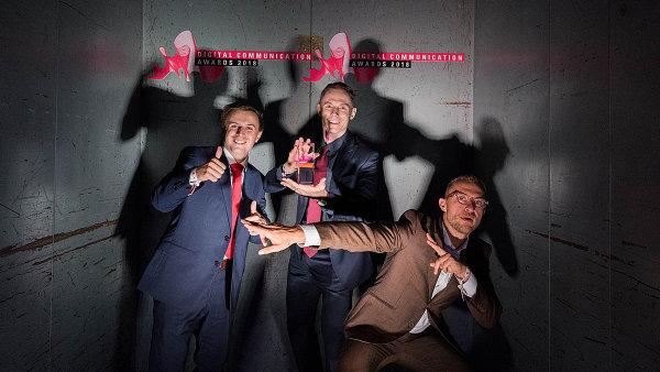 Zleva: Ondřej Vataščin, Tomáš Preněk a Pavel Flégl přebrali cenu pro Bistro Agency