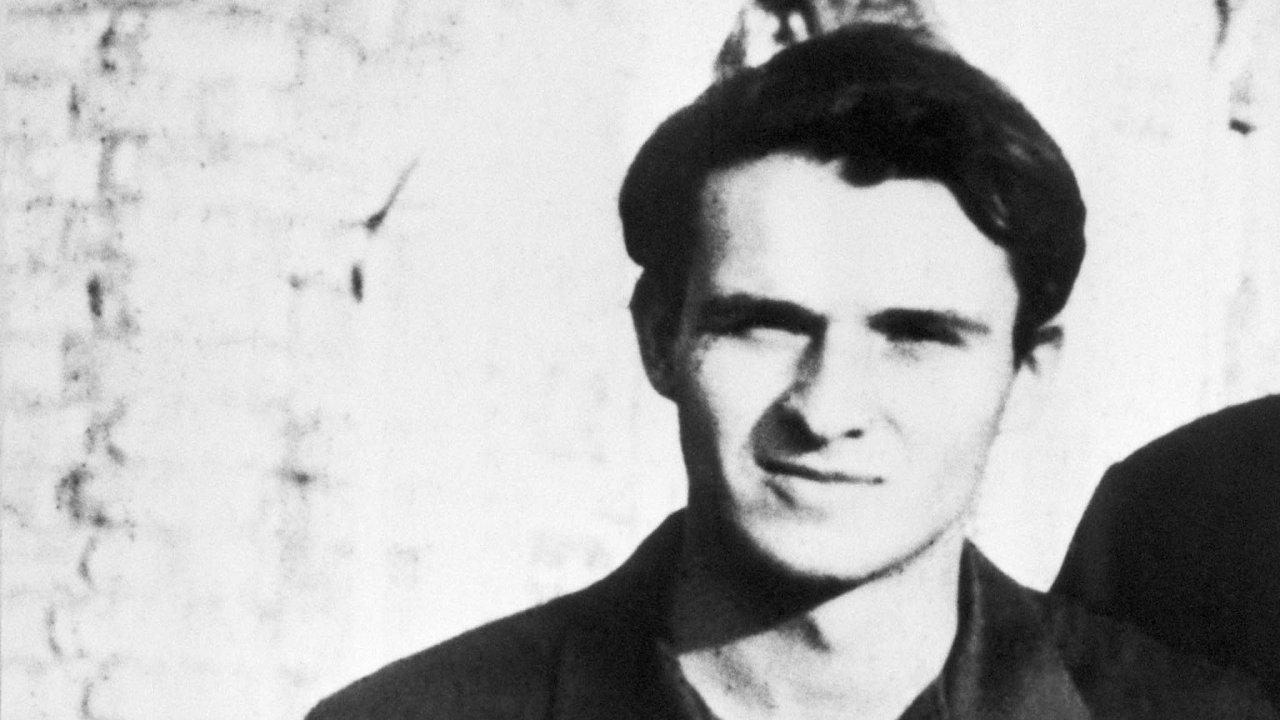 Jan Palach. Jeho ikonami avzory byli prezident Tomáš Masaryk ajeho syn Jan.