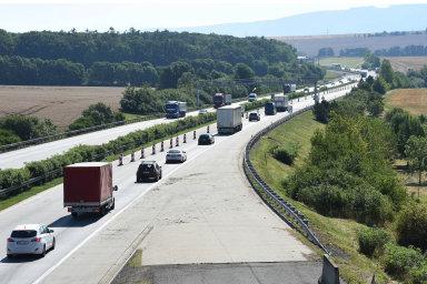 Sněmovna schválila zavedení elektronických dálničních známek.