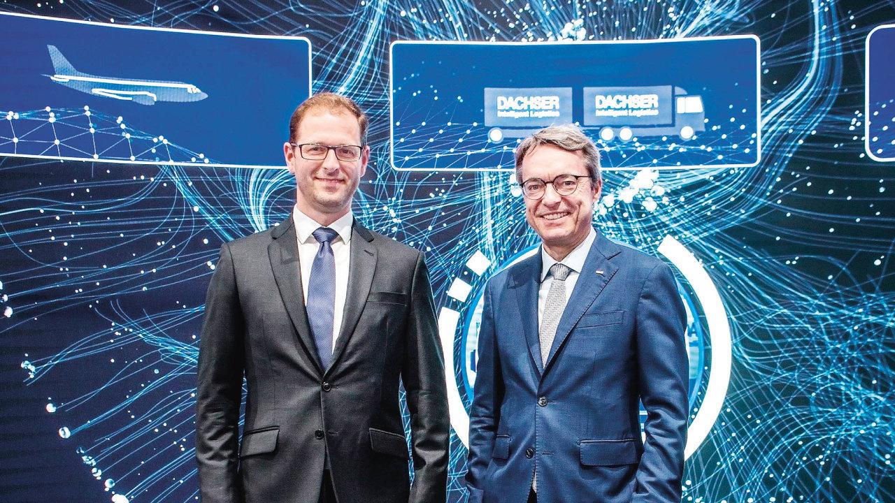 Zleva Jan Pihar, šéf českého Dachseru, aBernhard Simon, vnuk zakladatele aředitel celého koncernu Dachser