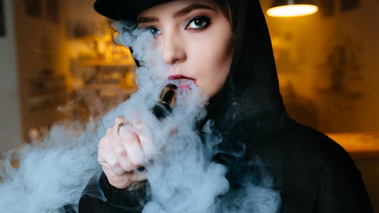 Zájem oe-cigarety založené natekutých směsích iojejich mladší následovníky, přístroje nazahřívání tabáku, jako je IQOS, mají hlavně mladí kuřáci.