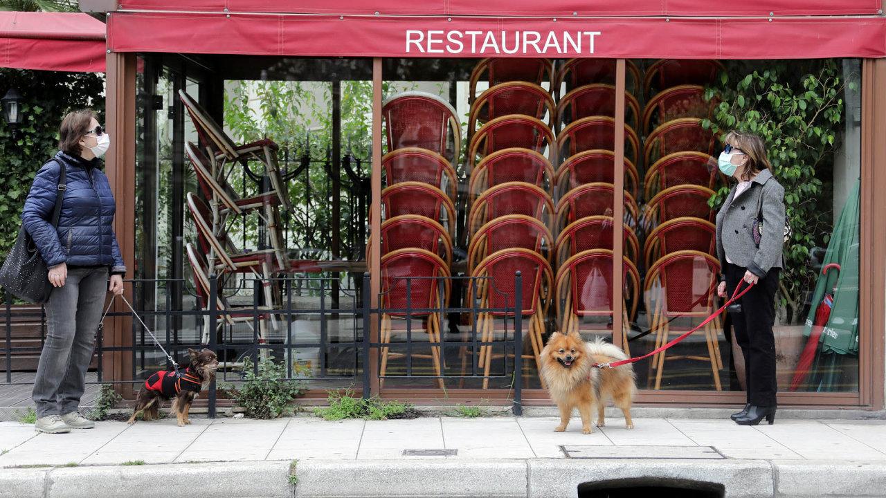 Uzavřená restaurace ve francouzském Nice