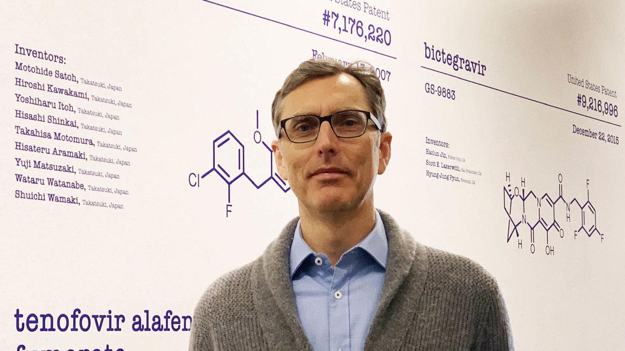 Uznávaný virolog Tomáš Cihlář v pondělí večer obdržel mimořádnou Cenu Neuron.