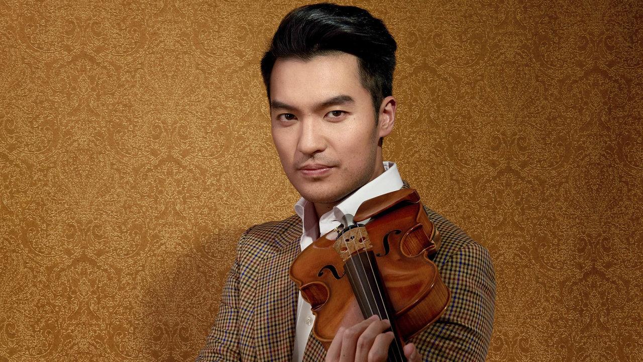 Ray Chen se do Prahy vrátí po šesti letech. A těší se, jak s houslistou České filharmonie Josefem Špačkem bude hrát… videohry.