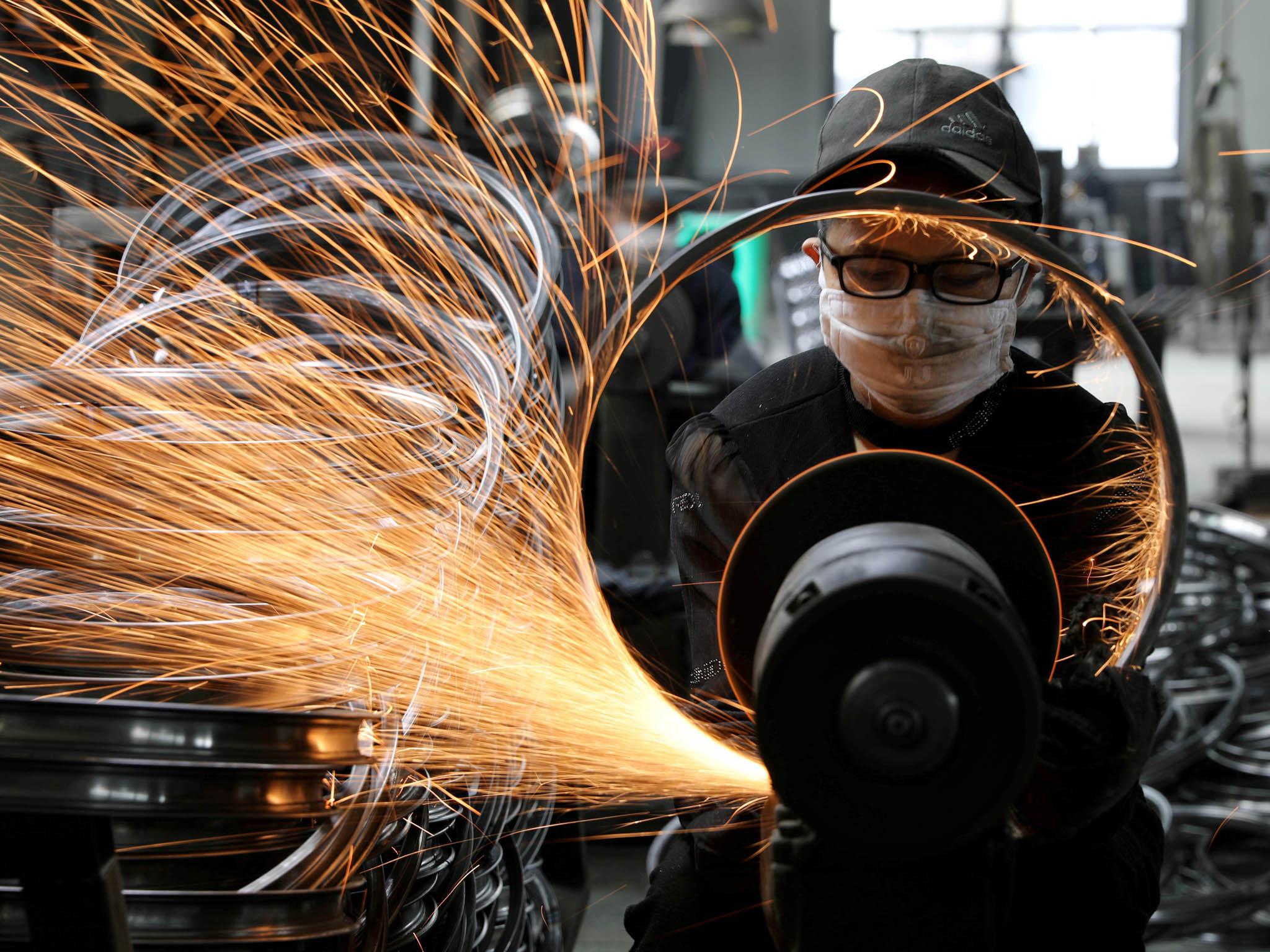 Světová ekonomika letos klesne o4,2 procenta, ta česká pak ažo6,8 procenta. Předpovídá to nejnovější prognózaOrganizace prohospodářskou spolupráci arozvoj (OECD).