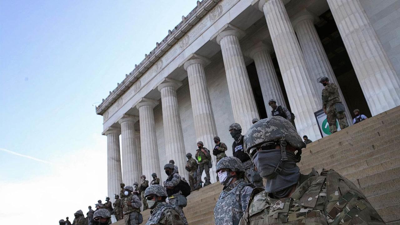 Odútoku naKongres minulý týden je v hlavním městě USA rozmístěno 6200 příslušníků Národní gardy, dosoboty jich bude 10 tisíc aběhem Bidenovy inaugurace jich může být až 15 tisíc (ilustrační foto).