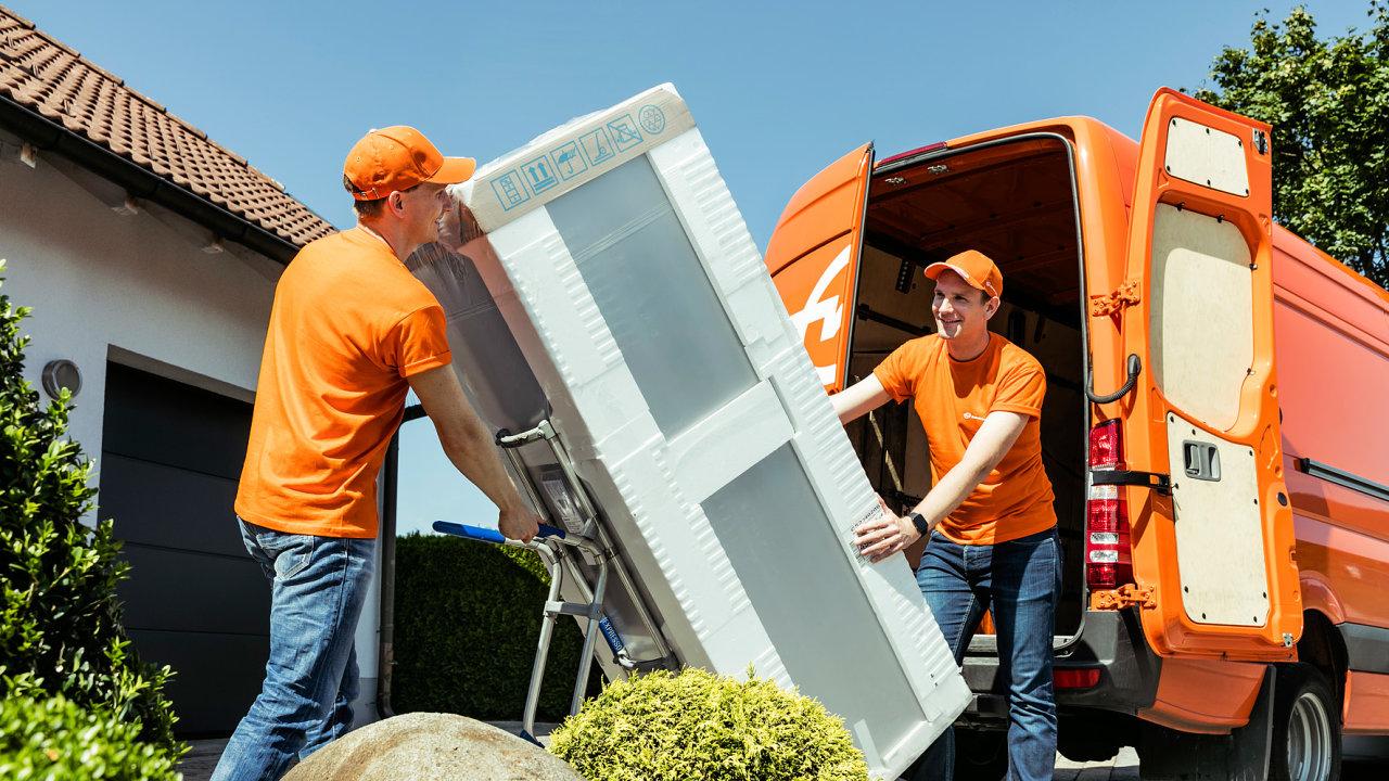 Přeprava lednice koncovému zákazníkovi v programu Home Delivery.