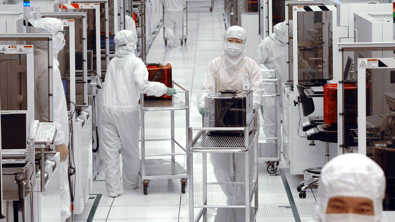 Ostrovní stát je druhým největším světovým výrobcem čipů– poUSA. Nasnímku je provoz největšího výrobce čipů nasvětě– firmy Taiwan Semiconductor Manufacturing (TSMC).