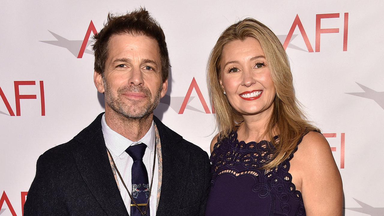 Studiu Warner Bros., se kterým se Zack Snyder vroce 2017 rozešel, by měl nyní tento režisér spolu smanželkou Deborah pomoci sjeho zatím ne zcela úspěšnou filmovou komiksovou tvorbou.