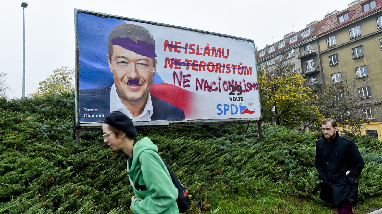 Pomalovaný předvolební billboard se sloganem Ne islámu, billboard SPD, Tomio Okamura