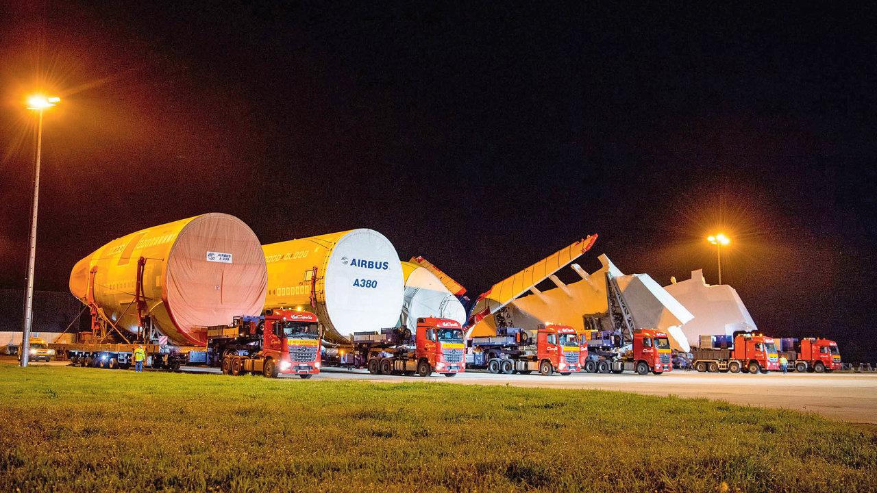 Komponenty A380 čekají nanájezd navýrobní linku vToulouse.