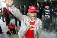 Thajská opozice oslavuje rozhodnutí ústavního soudu o zákazu vládní strany