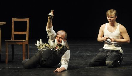 Igor Bareš (vlevo) v roli Krále a Filip Kaňkovský jako Jindřich