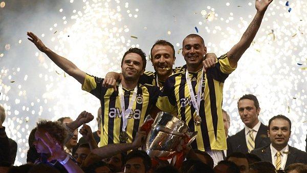 Fotbalisté Fenerbahce slaví titul.