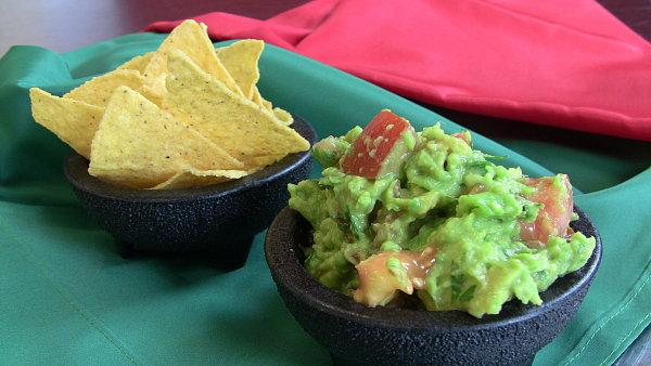 Mexická salsa guacamole.