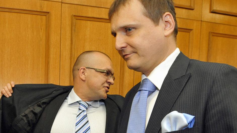 Jaroslav Škárka a Vít Bárta před soudem