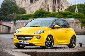 Anketa o firemní auta roku. Vyhrály Škoda Octavia, Superb, ale i nápaditý Opel Adam