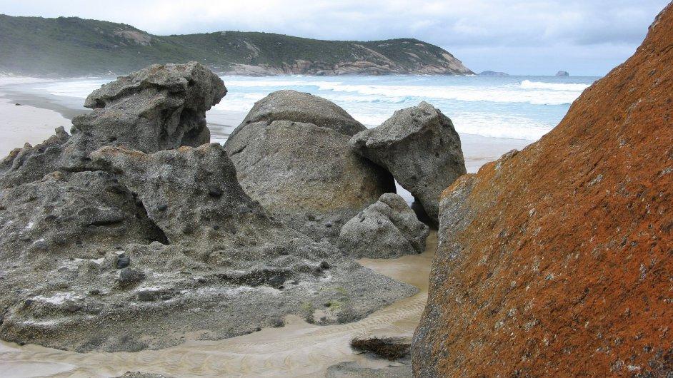 Známá pláž Squeaky Beach v parku Wilsons Promontory skutečně