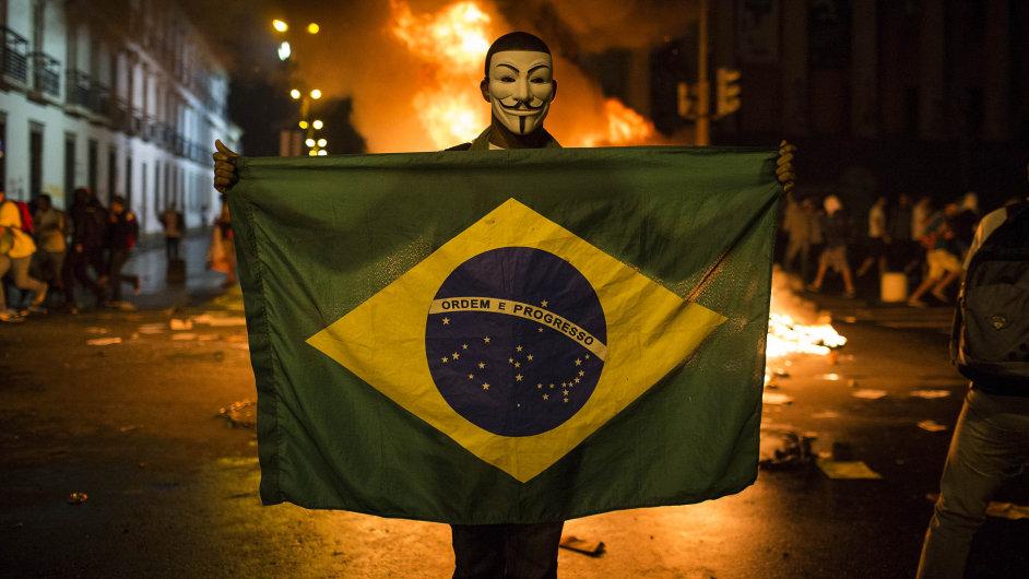 V Brazílii dál pokračují nepokoje proti investicím do fotbalového šampionátu