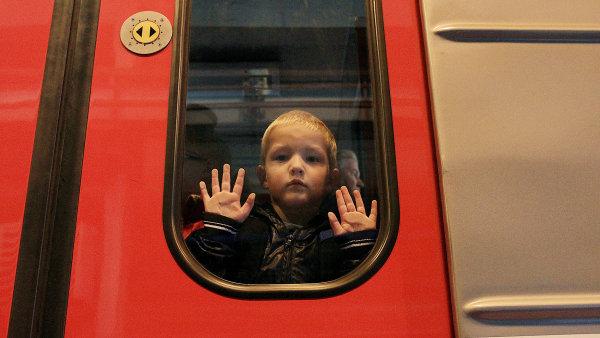 Děti jsou na internetu zvlášť ohroženou skupinou. Přitom v Česku některé služby věk uživatelů vůbec neřeší.
